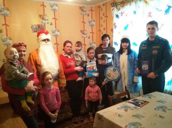 Новогодние подарки детям от спасателей